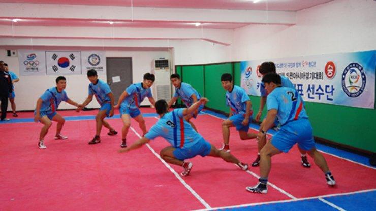 Players from the Korean national kabaddi men's team train at the Korea Kabaddi Association's gym in Busan in this file photo taken in June. Courtesy of Korea Kabaddi Association