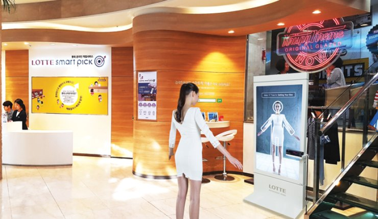 A model poses in a 3D virtual fitting room at Lotte Department Store to get her size. / Courtesy of Lotte Department Store