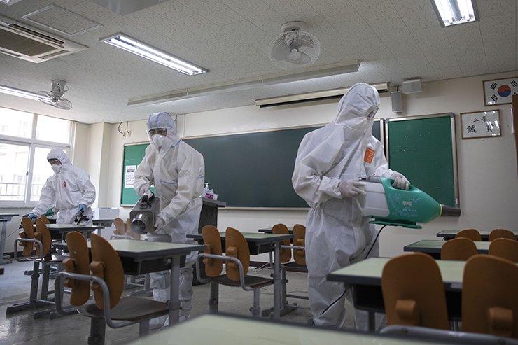Quarantine officials disinfect a classroom at Yeongdongil High School in Songpa-gu, Seoul, Monday. Korea Times photo by Choi Won-suk
