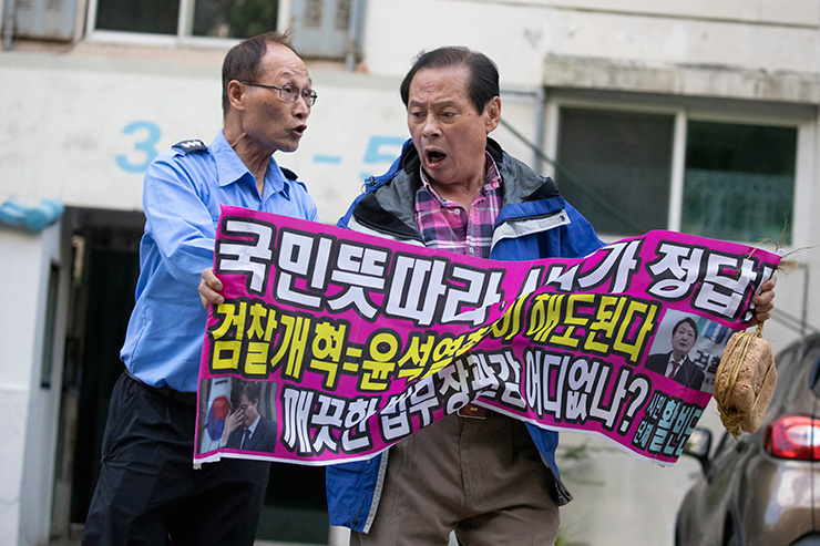 Justice Minister Cho Kuk walks out of his home in southern Seoul, Monday. Yonhap