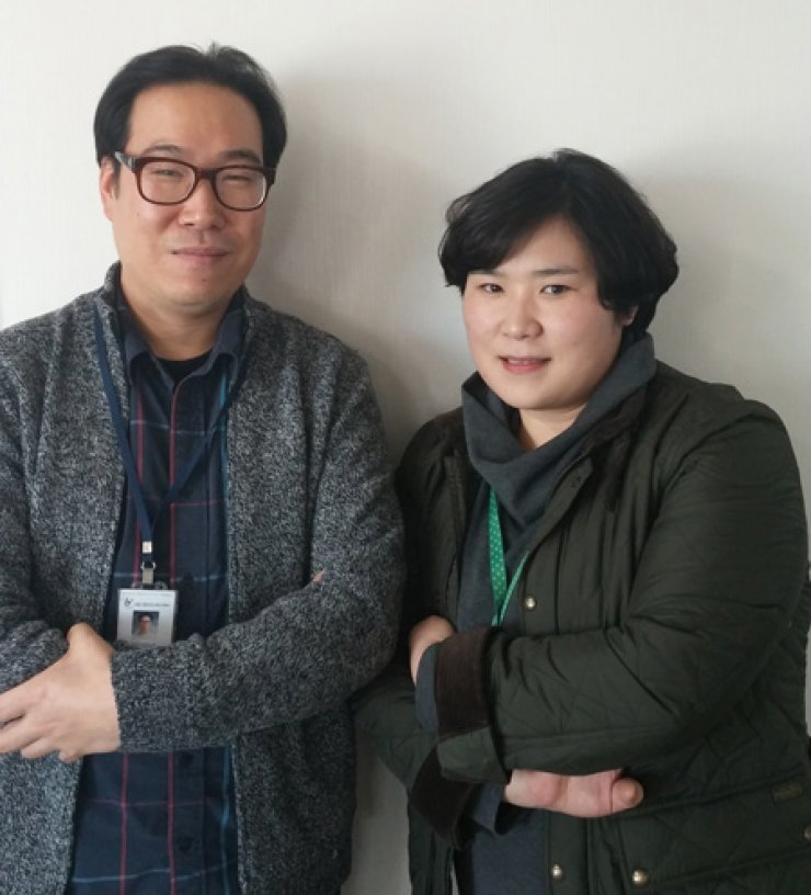 Joo Sang-hyun, left, and Lee Kyoung-young from Seoul Suicide Prevention Center / Korea Times photo by Ko Dong-hwan