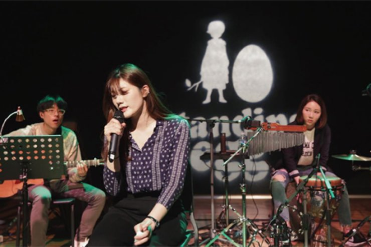 Korean indie band Standing EGG topped domestic music charts with its latest song, 'Summer Night You and I.' / Courtesy of Standing EGG's Instagram