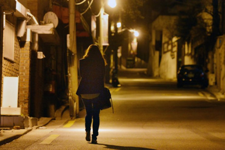 Four in 10 teenage girls who run away from home engage in prostitution to earn money, a survey says. / Korea Times file