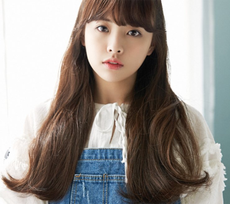 K-pop singer JinE of Oh My Girl has anorexia. / Courtesy of WM Entertainment