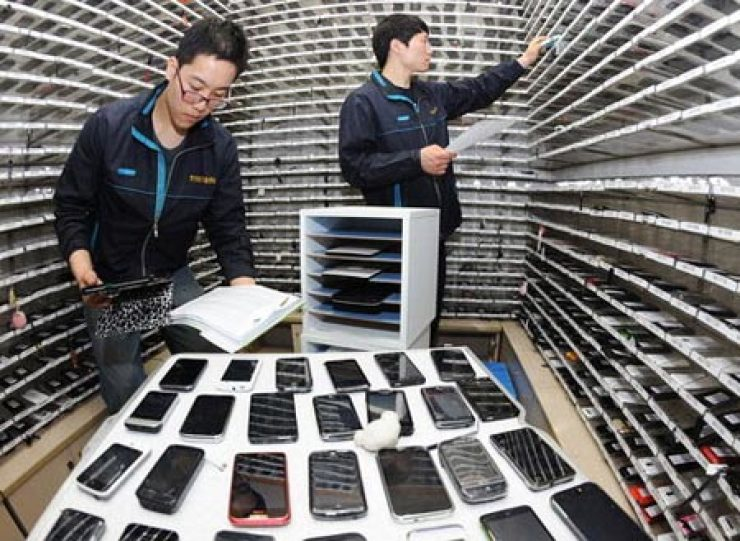 Lost or stolen mobile smartphones are in danger of becoming contraband to overseas markets, calling for imminent safety measures.