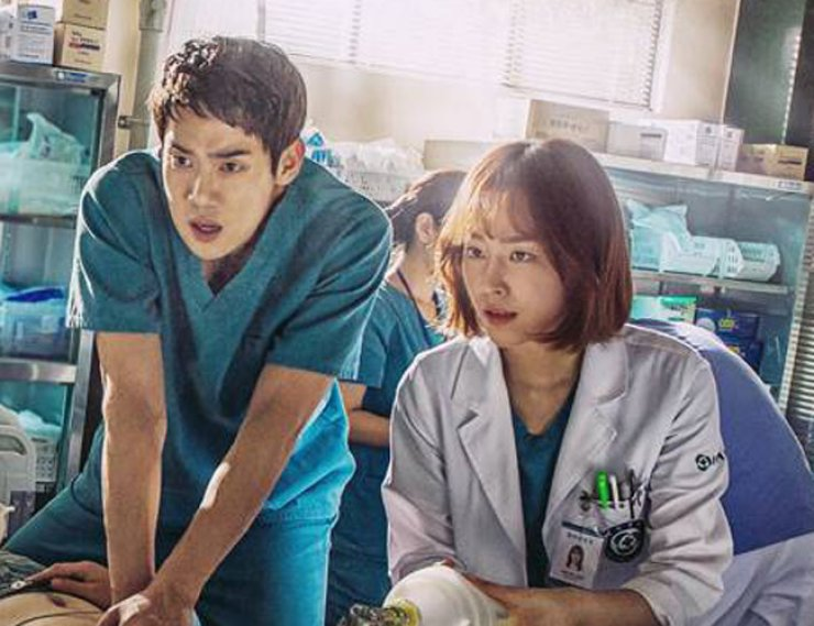 Yoo Yeon-seok, left, in a scene from 'Romantic Doctor, Teacher Kim' / Courtesy of MBC