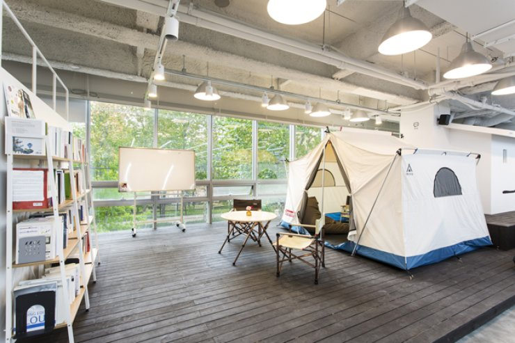 A quirky tent meeting room at the Woowa Brothers headquarters. / Courtesy of Woowa Brothers