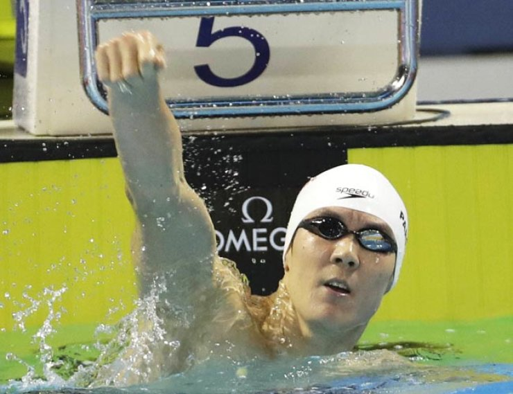 Park Tae-hwan completed a triple by winning gold in the 200, 400 and 1500-meter freestyle at the FINA World Short Course Swimming Championships in Windsor, Canada, on Sunday. / Yonhap