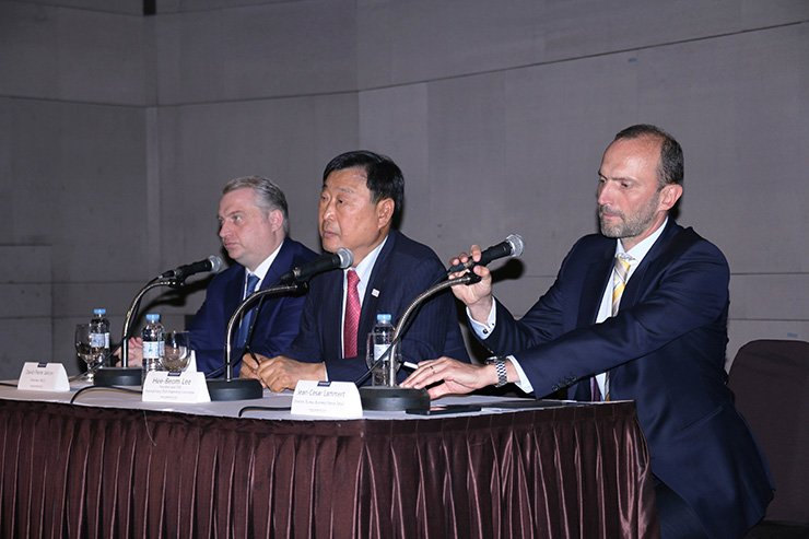 French-Korean Chamber of Commerce and Industry (FKCCI) Chairman David-Pierre Jalicon, left, speaks at a luncheon at the Grand Ambassador Seoul on June 1. /Courtesy of FKCCI