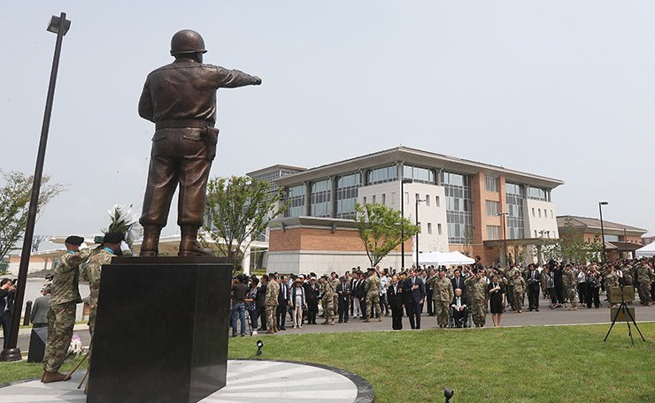Participants hold an unveiling ceremony, Tuesday, for the statue of Gen. Walton H. Walker, which has been relocated from Yongsan to the new headquarters of the Eighth U.S. Army in Pyeongtaek, Gyeonggi Province. Gen. Walker was the commander of the Eighth Army when it was deployed to the Korean Peninsula at the outbreak of the Korean War, June 25, 1950. / Yonhap