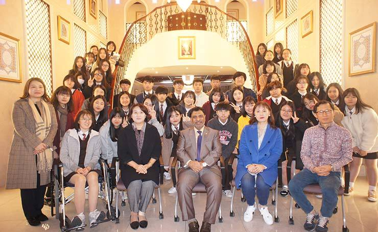 Oman Ambassador Mohamed Alharthy, third from right in front row, attends an open house program at the chancery in Seoul, Nov 10. / Courtesy of Embassy of Oman
