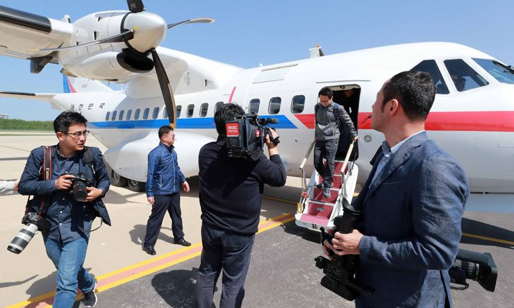 South Korean journalists get off a plane at Wonsan Kalma Airport in North Korea, Wednesday. / Joint Press Corps