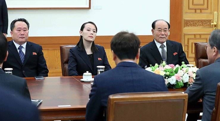 High-level North Korean delegation sits at a table during their meeting with President Moon Jae-in at Cheong Wa Dae, Saturday. / Yonhap