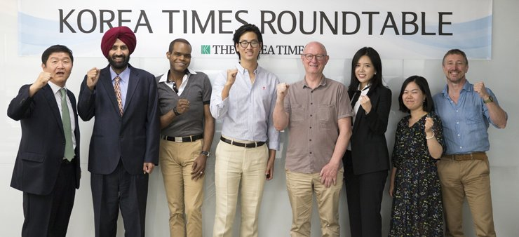 Panelists pose before the start of The Korea Times Roundtable to discover who Koreans are at the newspaper's conference room last week. From left are the Times' chief editorial writer Oh Young-jin; peace movement leader Lakhvinder Singh; columnist Deauwand Myers; recent university graduate Michael Jun Lee; Michael Breen, author of 'The Koreans' and 'The New Koreans'; long-term resident of Brazil Chyung Eun-ju; culture editor Bae Eun-joo and columnist Andrew Salmon. / Korea Times photo by Choi Won-suk