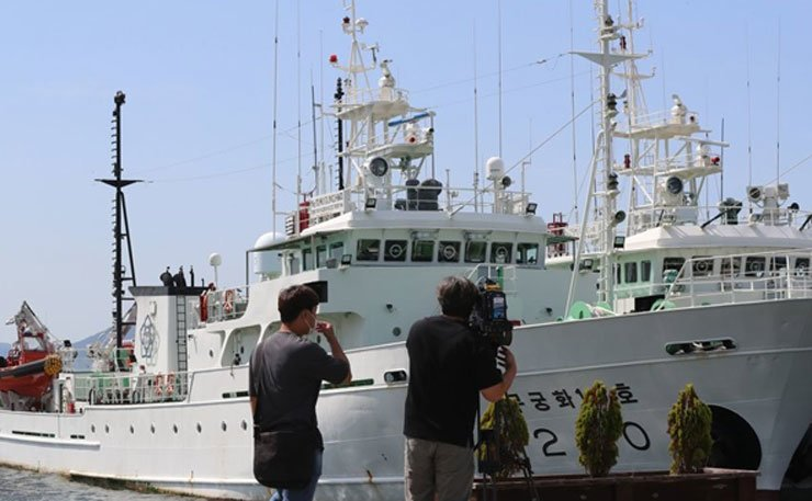 A fishery inspection ship that a South Korean official had been on board before later being shot dead by North Korean troops is anchored in Mokpo, a port 410 kilometers southwest of Seoul, on Sept. 28, 2020. Yonhap