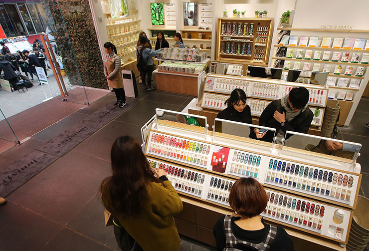 Good days over for mid-priced cosmetic shops