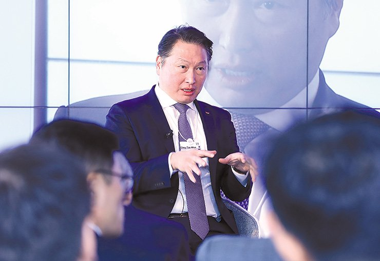 SK Group Chairman Chey Tae-won speaks during a session on the sidelines of the World Economic Forum in Davos, Switzerland, Thursday. Choi stressed the importance of a company's role in creating social value. Courtesy of SK Group