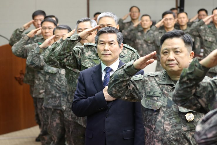 Defense Minister Jeong Kyeong-doo, along with military commanders, salutes the national flag at the start of their meeting at the ministry building in Seoul, Wednesday. / Yonhap