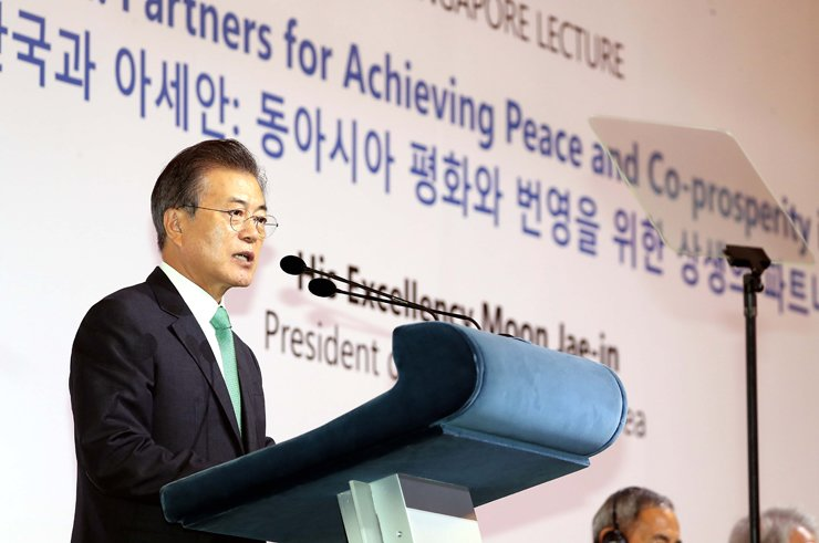 President Moon Jae-in speaks in a speech at Orchard Hotel in Singapore, Friday, on the sidelines of the 42nd Singapore Lecture hosted by the country's ISEAS-Yusof Ishak Institute. / Korea Times photo by Ko Young-gwon