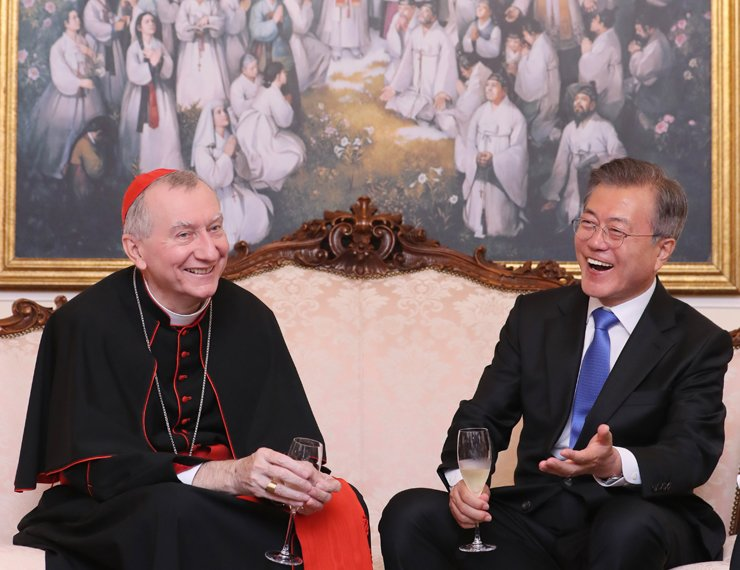 President Moon Jae-in and Italian Cardinal Pietro Parolin smile during a dinner at Parolin's residence in Rome following a special mass for peace on the Korean Peninsula at Saint Peter's Basilica at the Vatican, Wednesday. Yonhap