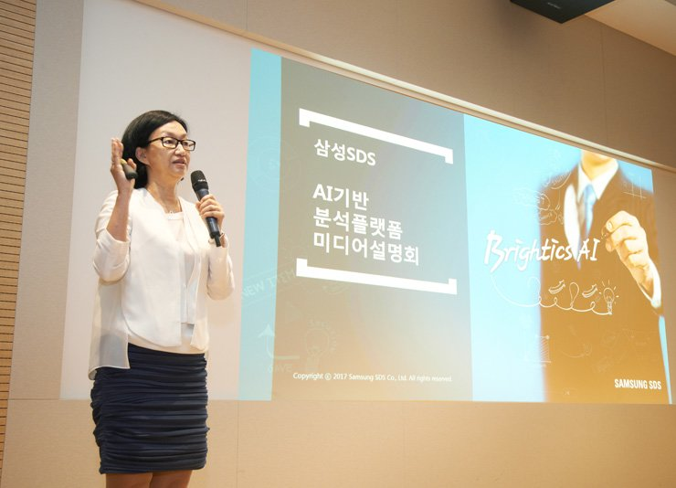 Samsung SDS Senior Vice President Yoon Sim introduces its enterprise-level Brightics AI big data analytics tool, in a press conference at its headquarters in Jamsil, southeastern Seoul, Wednesday. / Courtesy of Samsung SDS
