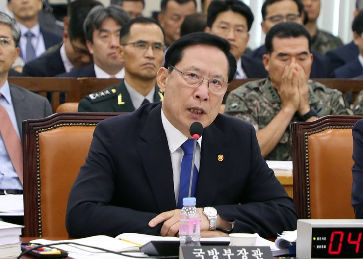 Defense Minister Song Young-moo speaks to lawmakers during a visit to the National Assembly, Tuesday. / Yonhap