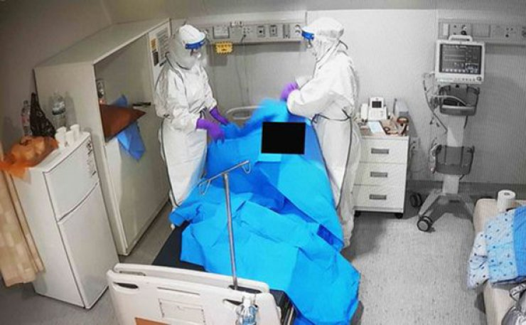 South Korea saw its daily new virus cases slightly fall Monday, but a steady rise in both locally transmitted infections and imported cases continued to put a strain on the country's virus fight.
