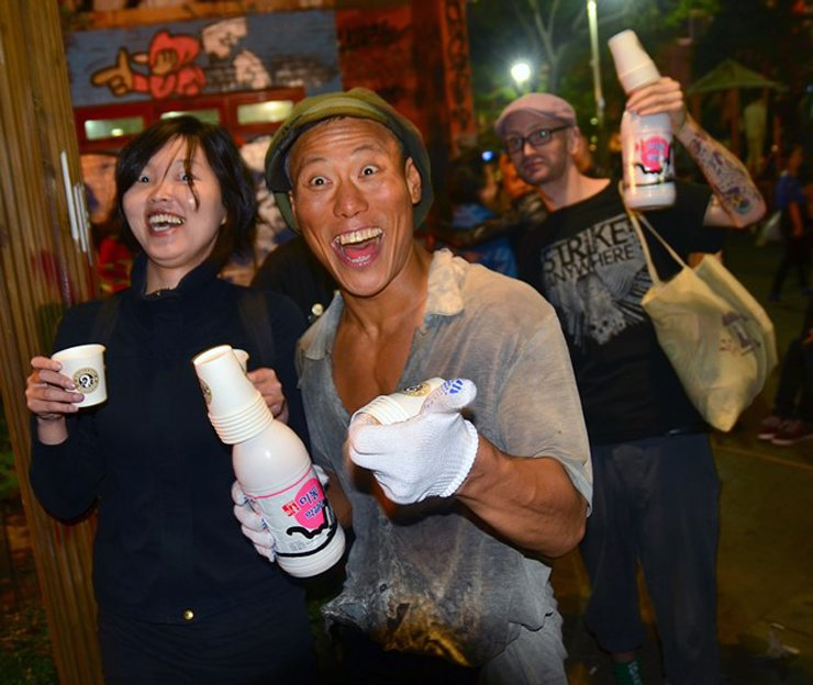 The makgeolli man hawks his wares in Hongdae Playground in this file photo taken May 12, 2012. / Photo by Jon Dunbar