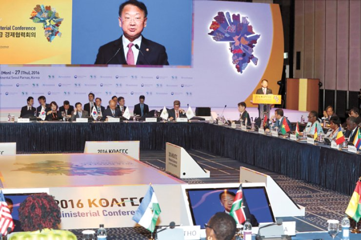 Finance and Strategy Minister Yoo Il-ho delivers opening remarks at the 2016 Korea-Africa Economic Cooperation (KOAFEC) Ministerial Conference held at the Grand InterContinental Hotel in southern Seoul, Tuesday. / Yonhap