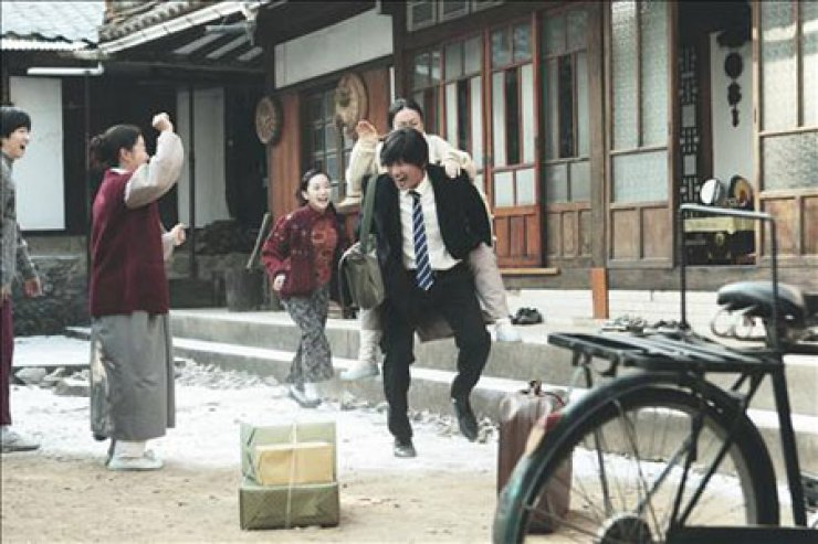 A scene from 'Ode to My Father.' The film depicts the life of a man who sacrifices his dreams to support his family. / Yonhap