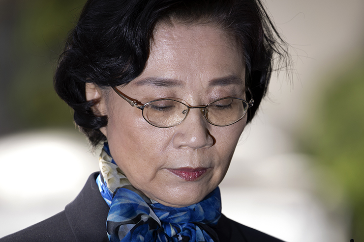 Lee Myung-hee, wife of Korean Air chairman Cho Yang-ho, speaks to reporters in front of the Seoul Metropolitan Police Agency, Monday. / Korea Times photo by Choi Won-suk