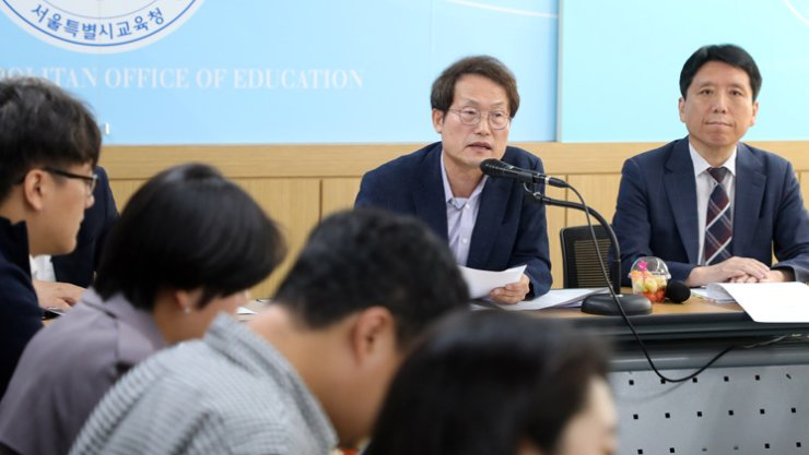 The Seoul Metropolitan Office of Education (SMOE) Superintendent Cho Hee-yeon speaks of his plan to abolish hairstyle regulations at middle and high schools, during a press conference at the SMOE building in Seoul, Thursday. /Yonhap