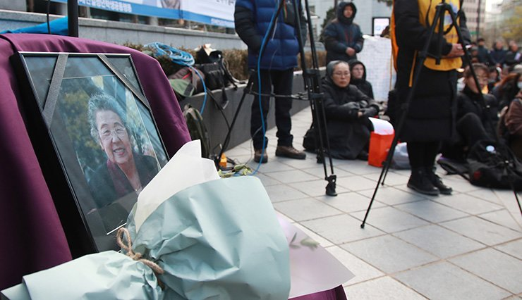 A portrait of Kim Soon-ok, a former comfort woman, is set up in front of the Japanese Embassy in Seoul, Wednesday, after the 94 year-old passed away earlier in the day. Historians say as many as 200,000 women, most of them Korean, were forced to work in Japan's military brothels before and during World War II. Currently, only 26 out of 240 who officially registered with the Korean government are still alive. Yonhap