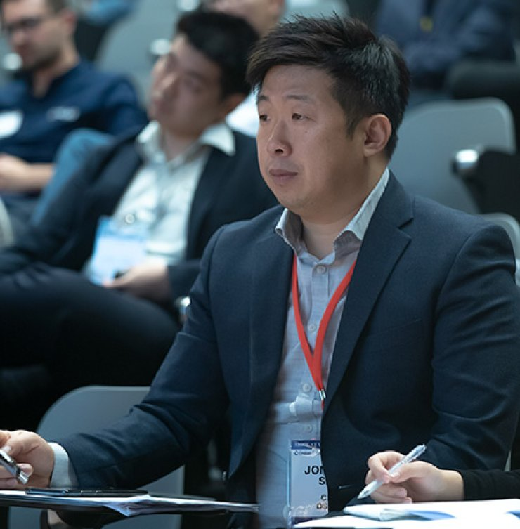 CEO Seo Jong-pil evaluating the startup competition