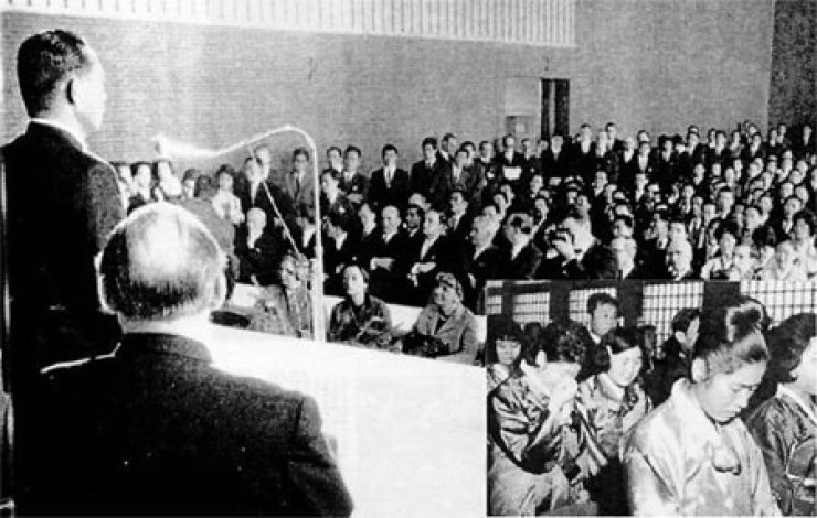 The late President Park Chung-hee delivers a speech at a community center in the German city of DuisProf. Kwon Yi-chong burg on Dec. 10, 1964, in this file photo. / Courtesy of Association of Korean Miners and Nurses sent to Germany
