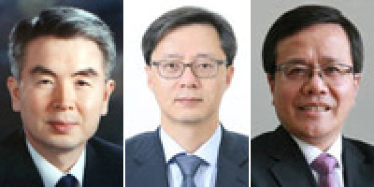 President Park Geun-hye appointed senior secretaries Friday including, from left, Hyun Jung-taek, Woo Byung-woo and Cho Shin in charge of policy coordination, civil affairs and future strategy, respectively. / Yonhap