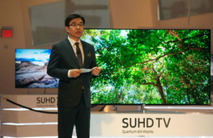 Kim Hyun-seok, President of Samsung Electronics' visual display division, introduces the company's latest super ultra-high-definition (SUHD) television at the Keep Memory Alive event center in Las Vegas, Tuesday (KST). / Courtesy of Samsung Electronics