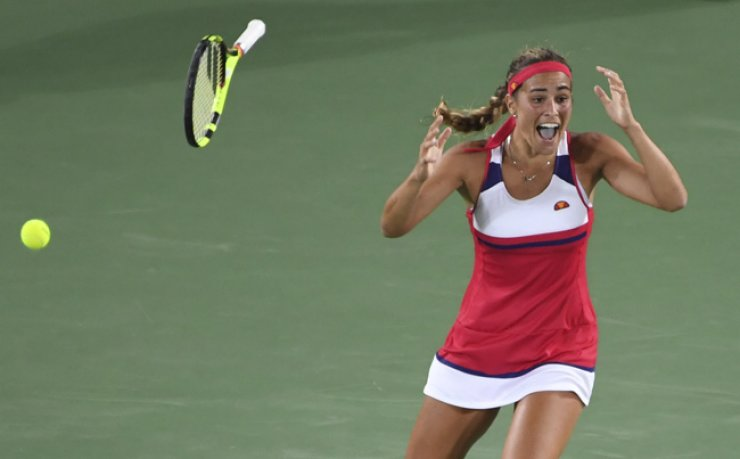Puerto Rico's Monica Puig reacts after winning her women's singles final tennis match against Germany's Angelique Kerber at the Olympic Tennis Center in Rio de Janeiro, Saturday. / AFP-Yonhap
