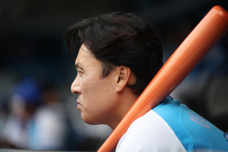 Samsung Lions' designated hitter Lee Seung-yuop / Yonhap