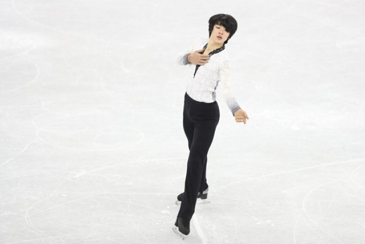 Cha Jun-hwan competes in the men's free skating during the 71st National Figure Skating Championship at Gangneung Ice Arena in Gangwon Province, Sunday. / Yonhap