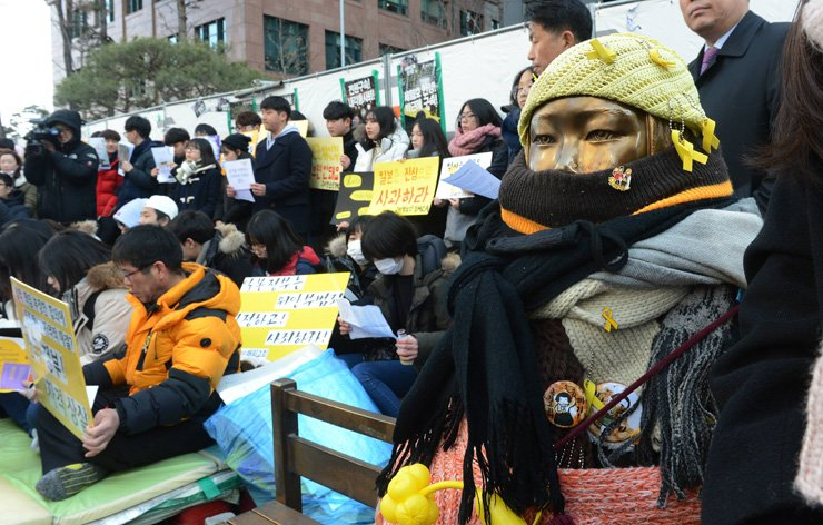 The Korean Women's Association United hosted the weekly rally to highlight the Japanese military sexual slavery issue ― also known as the comfort women issue ― in front of the Japanese Embassy in Jongno-gu, Seoul, on Feb. 1. / Korea Times file