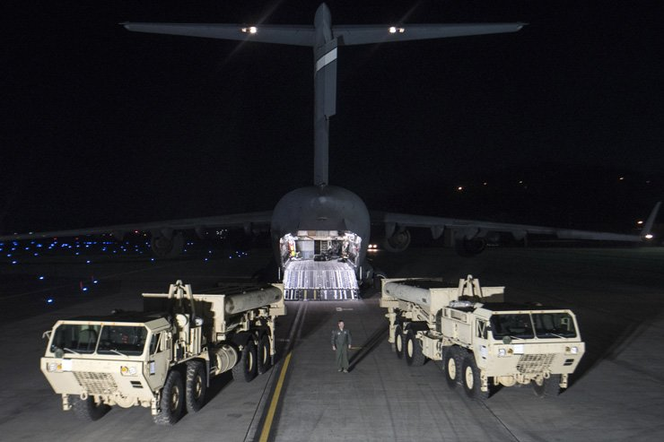 Trucks carrying parts of U.S. missile launchers and other equipment needed to set up Terminal High Altitude Area Defense (THAAD)  missile defense system arrive at Osan Air Base in Pyeongtaek, Gyeonggi Province, Monday. The U.S. military has begun moving equipment for the controversial missile defense system to ally South Korea. / AP-Yonhap