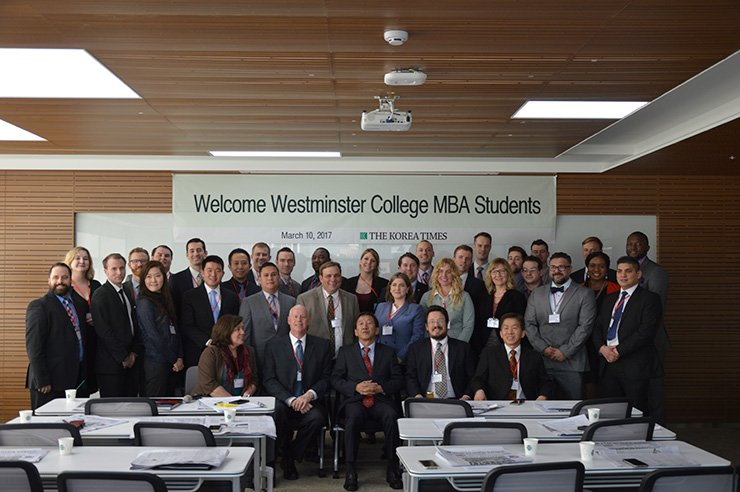 Korea Times CEO Lee Chang-sup, center in the front row, with MBA students and faculty from Westminster College at The Korea Times headquarters in Seoul on Friday. / Korea Times photo by Lee Han-soo