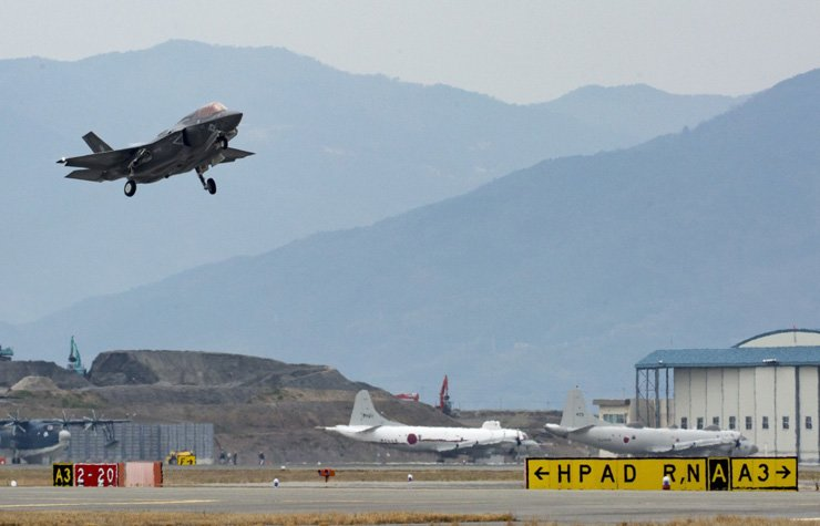 A U.S. Air Force F-35B stealth fighter takes off from its base in Japan, Thursday, to participate in a joint drill between South Korea and the U.S., in this handout photo made available Saturday by U.S. Forces Korea. / Yonhap