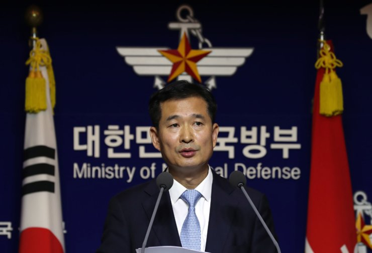 Lee Geon-ri, the head of a special investigative team at the Ministry of National Defense, announces the interim results of the team's investigation into the military junta's deadly crackdown on protesters during the 1980 Gwangju pro-democracy movement at the ministry's headquarters in Seoul, Monday. / Yonhap