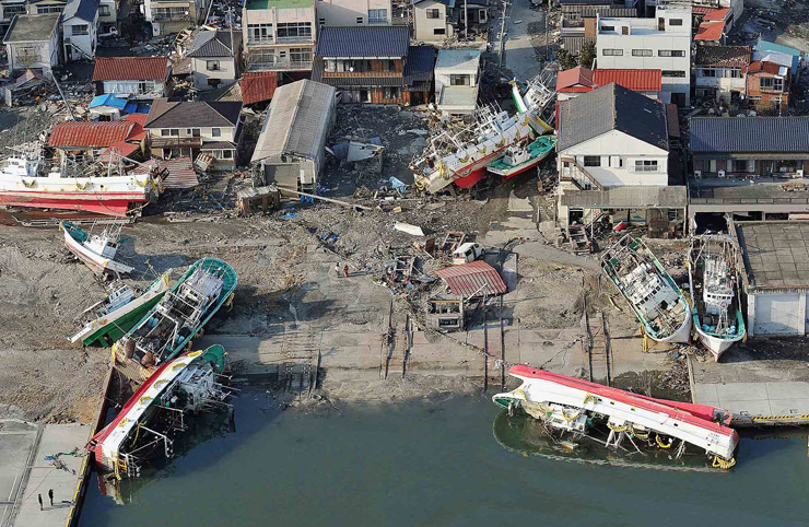 A tsunami floods over the breakwater protecting the coastal city of Miyako at Heigawa estuary area after northeastern Japan was hit by a powerful earthquake on Mar. 11, 2011. / Korea Times file