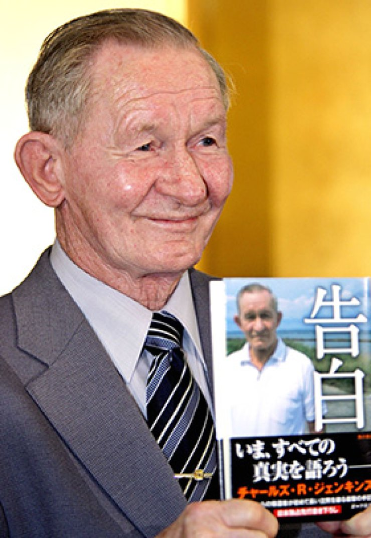 This file photo taken on October 12, 2005 shows U.S. army deserter Charles Jenkins, who spent 40 years in North Korea, showing off his new book 'To Tell the Truth,' which was published in Japanese last week, at a press conference in Tokyo. Charles Jenkins, a U.S. Army deserter who spent four decades in communist North Korea and married a Japanese woman abducted by Pyongyang, has died at the age of 77, officials said on December 12, 2017. / AFP-Yonhap