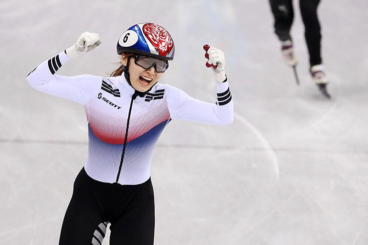 Choi Min-jeong of South Korea celebrates as she crosses the finish line to win gold medal. / Korea Times photo by Shim Hyun-chul