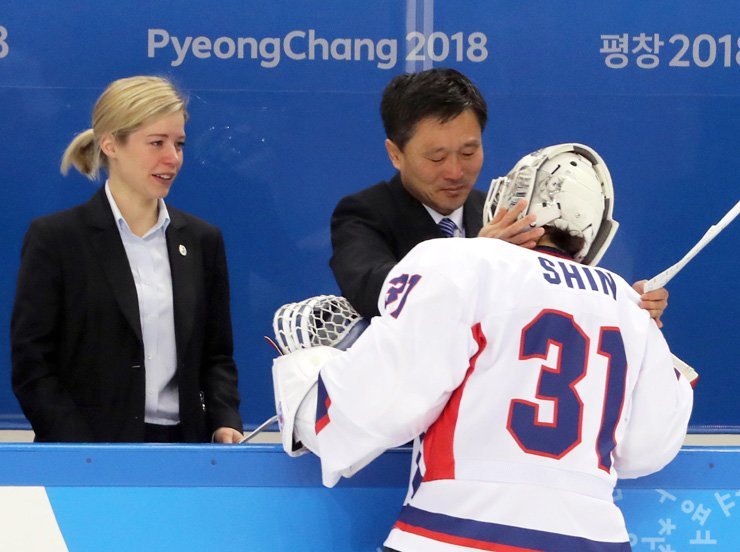 Goalie Shin So-jung, right, of the joint Korean women's hockey team is greeted by North Korean team's head coach Park Chul-ho, center, after losing to Sweden during the seventh place classification match of the PyeongChang Olympics at Kwangdong Hockey Centre in Gangneung, Gangwon Province, Tuesday. Korea lost 6-1. / Yonhap