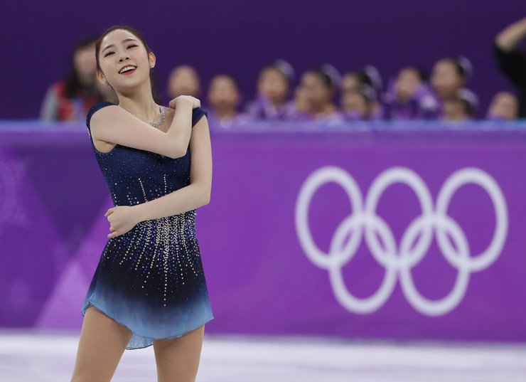 South Korean figure skater Choi Da-bin performs in ladies' single free skating program at the PyeongChang Winter Olympics in Gangneung Ice Arena, Friday. She earned her overall personal best of 199.26 points for seventh place. / Yonhap